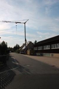 Der Baustellenkran steht